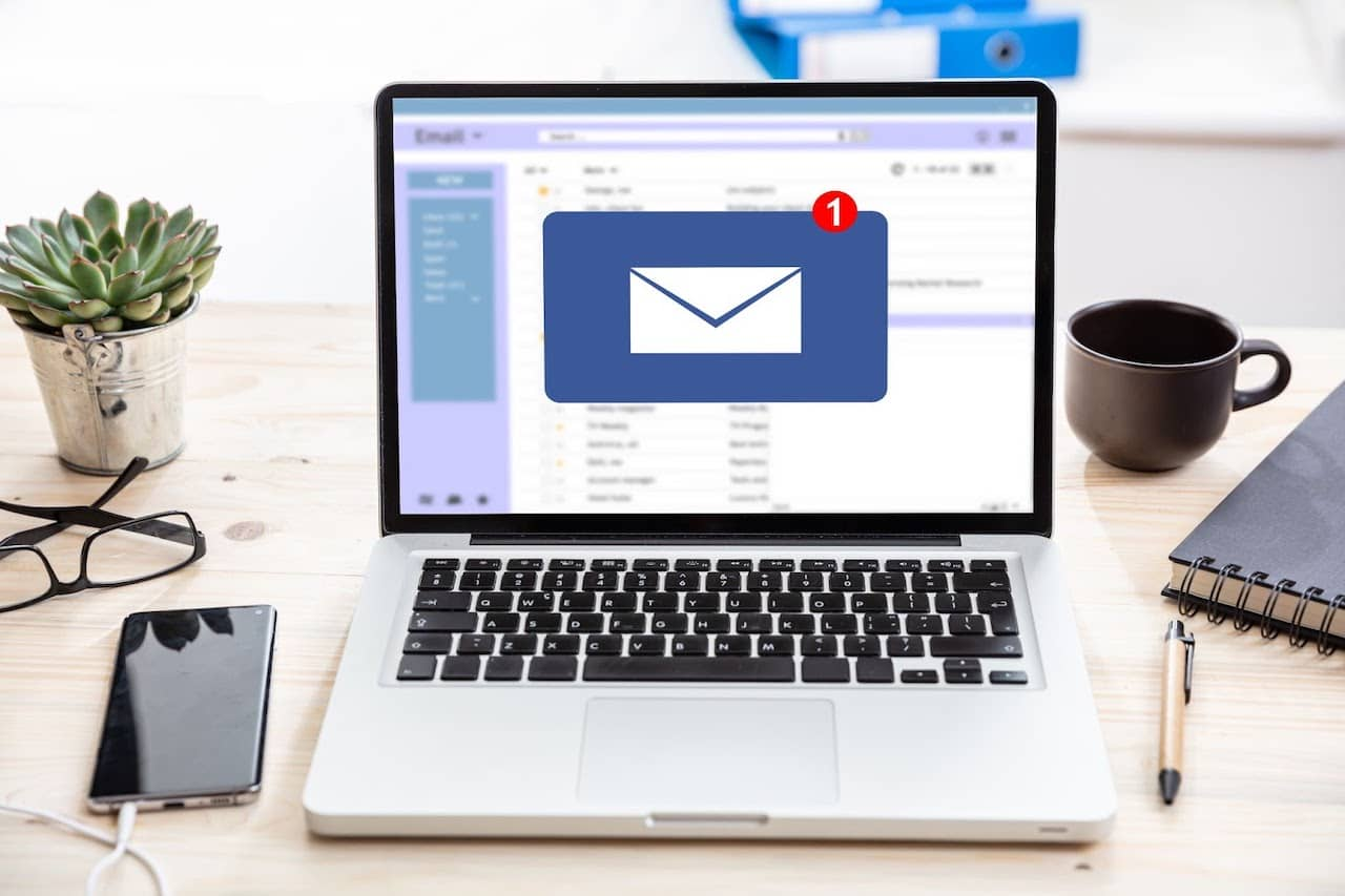how to manage contacts in outlook